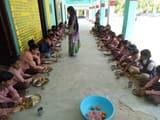 गाजीपुर: मिड-डे-मील में परोसा रोटी सब्जी तो कहीं केवल फल