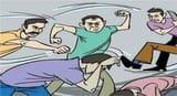 बच्चा चोरी के शक में साधू समेत तीन को पीटा