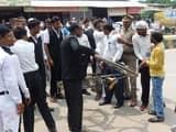 हमलावरों की गिरफ्तारी के लिए अधिवक्ताओं ने लगाया जाम