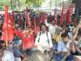 araria  protest of leftist organization in collectorate premises for declares famine state to bihar