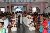 परम प्रसाद के रूप में बच्चों को मिले येशु