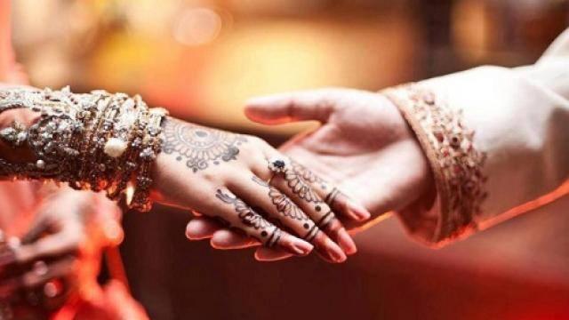 आखिर क्यों शादी की जिम्मेदारियों को स्त्रियों के कंधों पर ही डाल दिया जाए?