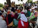 राशन के लिए सिसरी के ग्रामीणों ने किया बीडीओ का घेराव