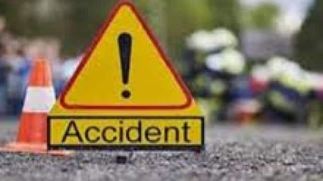 बांदा : ट्रक से टक्कर के बाद बाइक में लगी आग, तीन जिंदा जले