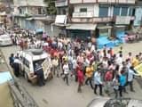 बैंक की शाखा शिफ्ट करने पर स्थानीय लोगों ने जताया विरोध