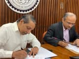 jnu signed mou with iit delhi for benefit teaching research and technology development