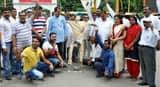 रुद्रपुर में बाबा रामदेव का पुतला फूंका