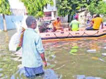 राजेंद्र नगर और कंकड़बाग में आज भी पांच लाख से अधिक लोग पानी में फंसे हुए हैं।