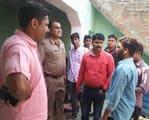 फर्रुखाबाद में शिक्षामित्र को गोली मारी, बहन को सीढ़ी से फेंका