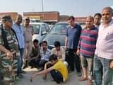दो कार से उत्पाद विभाग की टीम ने की 90 कार्टन शराब बरामद