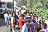 गजरौला में टायर फटने के बाद पलटी बोलेरो पिकअप, पांच घायल