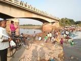 गाजीपुर में बेसो की धार में पुलिया और एप्रोच बहा, हड़कंप