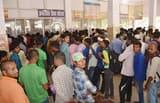 थम नहीं रही पलायन वाले मजदूरों की भीड़