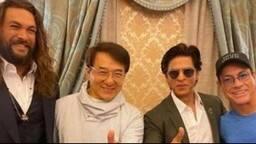 तीन इंटरनेशनल सुपरस्टार्स के साथ शाहरुख खान ने शेयर की सेल्फी, तो रणवीर-टाइगर ने कह दी ये बात