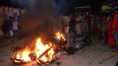 bhagalpur  violent clashes between junior doctors of jlnmch and locals in mayaganj and 10 bike burne