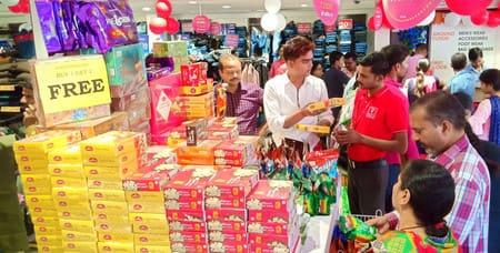 धनतेरस पर चमका बाजार, पचास करोड़ का हुआ व्यापार