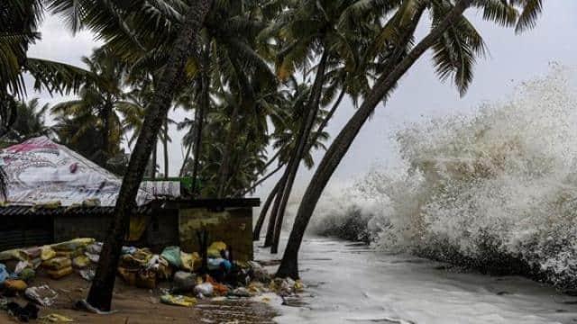 गुजरात और महाराष्ट्र में निसर्ग चक्रवात को लेकर मौसम विभाग का अलर्ट, साइक्लोन को ऐसे करें ट्रैक