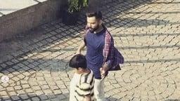 Photos: इंदौर में गली क्रिकेट खेलते नजर आए कप्तान विराट कोहली