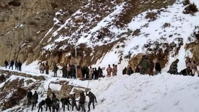 avalanche hits army positions in siachen glacier  jawans stuck under snow  rescue operations underwa