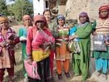 संकल्प सोसायटी ने ग्रामीणों को बांटे गर्म कपड़े