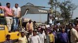 नाला के लिए सड़क निर्माण ठप कराकर ग्रामीणों का प्रदर्शन