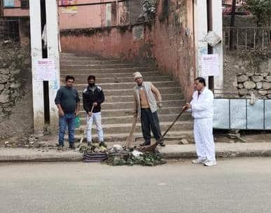 श्रीनगर में संयुक्त अस्पताल में सफाई अभियान जारी