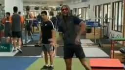 जिम में ऐसे डांस कर वक्त बिता रहे चोटिल शिखर धवन, देखें- VIDEO