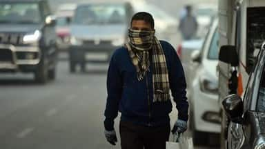 cold morning with  very poor  air quality in delhi