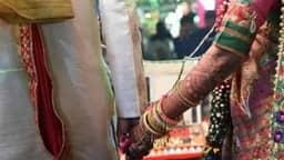 जब पत्नी के सामने पहले साली के साथ लिए फेरे और फिर स्टेज पर पहनाई वरमाला, जानें क्या है पूरा मामला