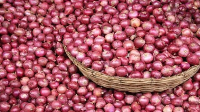 भारत ने लगाया निर्यात पर प्रतिबंध तो प्याज के आंसू रोने लगा नेपाल, 4 दिन में 150 रुपए किलो तक पहुंची कीमत - Hindustan