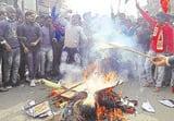 औरंगाबाद : एनआरसी के विरोध में वाम दलों ने कई जगहों पर प्रदर्शन कर की आगजनी