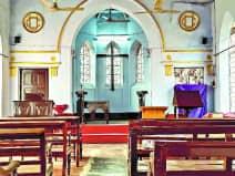 खगौल के यूनियन चर्च में 2014 से प्रार्थना करवा रहे फादर मसी ने बताया कि यह चर्च काफी पुराना है। इसके ढांचे में कोई बदलाव नहीं हुआ है। इसकी देखरेख नियमित होती है। लाल रंग और चर्च के ऊपर प्लस का चिह्न ज