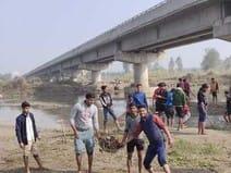 पर्यावरण संरक्षण को रामगंगा में की सफाई