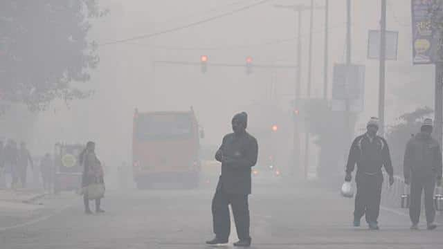 cold winter morning in new delhi