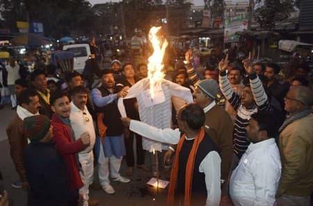 अररिया: भाजपा कार्यकर्ताओं ने चांदनी चौक पर किया प्रदर्शन