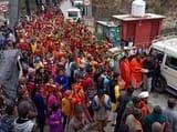 बेतालघाट में कलश यात्रा के बाद महिलाएं सम्मानित