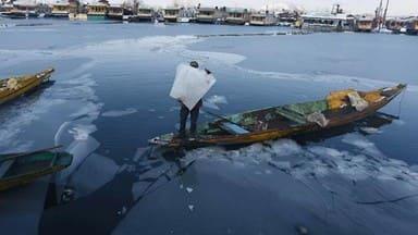 severe cold in srinagar after heavy snowfall  dal lake frozen