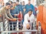 कुंडा विधायक ने गंगा में लगाई डुबकी