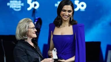 deepika padukone receives crystal award at davos