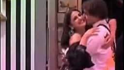Bigg Boss 13:  हिमांशी खुराना को बिग बॉस के घर में देखकर एक्साइटेड हुए असीम रियाज, गले लगाकर किया Kiss