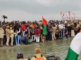 गंगा यात्रा: उपमुख्यमंत्री, मंत्री, जनप्रतिनिधियों ने गंगा में छोड़े कछुए