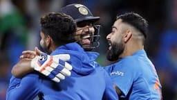 NZ vs IND 3rd T20I: जीत के बाद कुछ ऐसे रोहित पर 'टूट पड़े' कप्तान विराट- देखें Photos