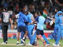 INDvNZ: सुपर ओवर में रोहित के छक्के से जीता भारत, सीरीज में अजेय बढ़त