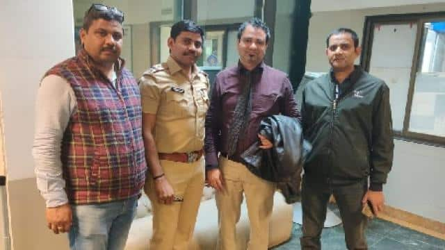 doctor kafeel khan arrested in mumbai by up stf   photo by hindustan 29 jan  2020