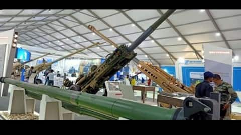 defence expo  tejas dives in the sky