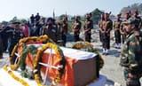 नम आंखों से दी लोगों ने हवलदार रमेश को अंतिम विदाई