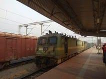 पहली इलेक्ट्रिक गुड्स ट्रेन गुजरी