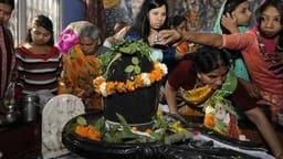 maha shivratri 2020  know shiva pooja vidhi shubh muhurat timings mantra shiv chalisa arti mahashivr