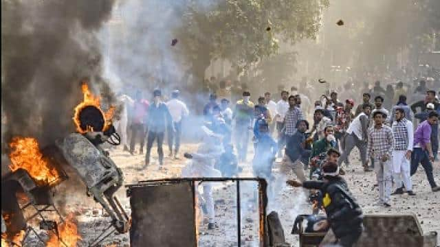 CAA पर फिर सुलगी दिल्ली, 10 प्वाइंट में जानें नॉर्थ ईस्ट दिल्ली हिंसा में अब तक क्या-क्या हुआ