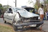 कार चालक ने स्टंट कर स्कूल वैन को मारा धक्का, छह बच्चे घायल